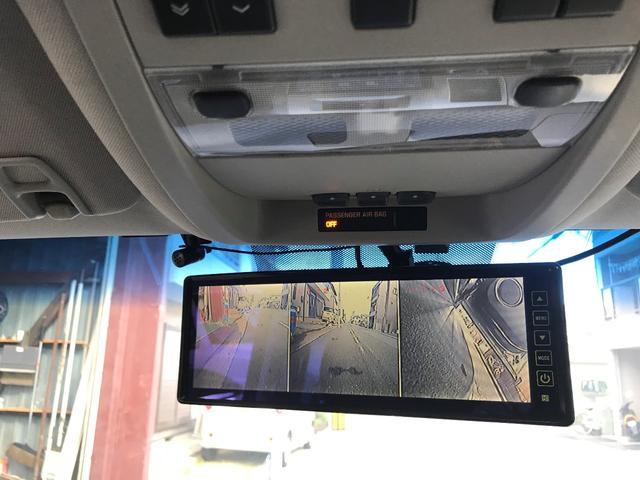車検に必要な直前直右確認モニターはルームミラーに内蔵されております!手元のスイッチで画面を消す事も可能です♪