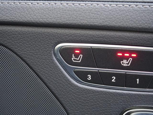 【メモリー付パワーシート】運転席から助手席シートの操作が可能!