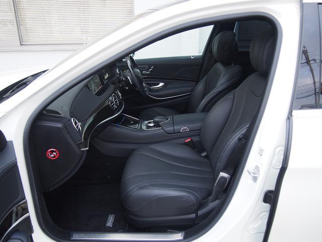 【助手席】ファーストクラスのようなゆったりとした空間は、快適なドライビングを提供します。