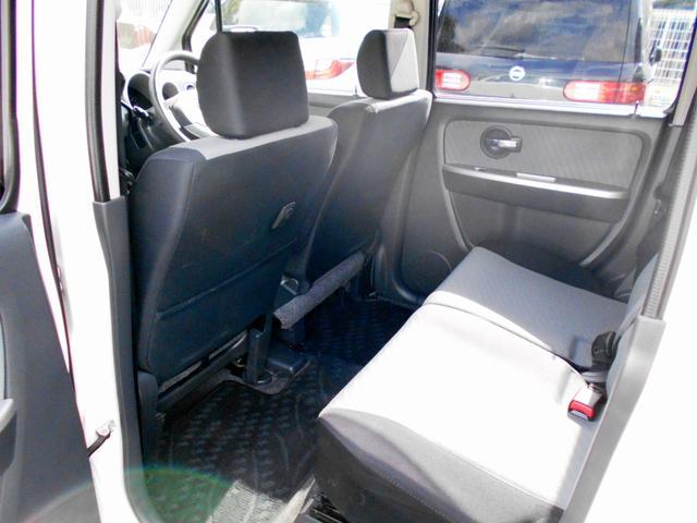 リヤも足元も広々!長時間のドライブも快適に過ごせます!室内空間もしっかり確保!国家資格整備士常駐!納車後も安心のアフターサポート!シンコウオート宝塚店!TEL0797-78-6097!