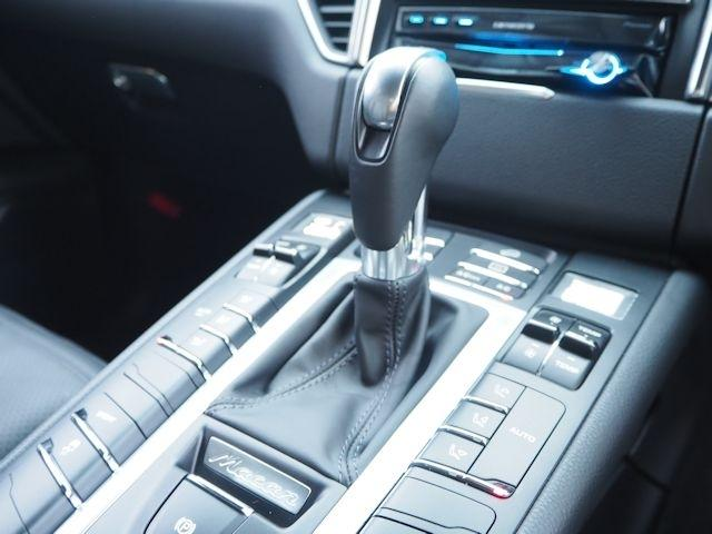 ポルシェ ポルシェ マカン 2016年モデル新車保証継承 マカンスポーツデザイン20AW