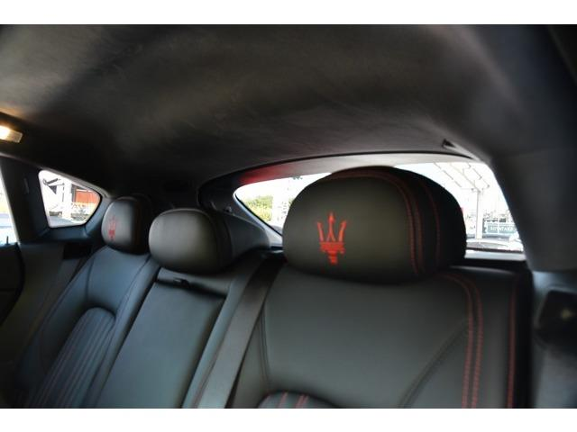 マセラティ マセラティ レヴァンテ 3.0 4WD 法人ワンオーナ車 21AW SR 黒革/赤糸