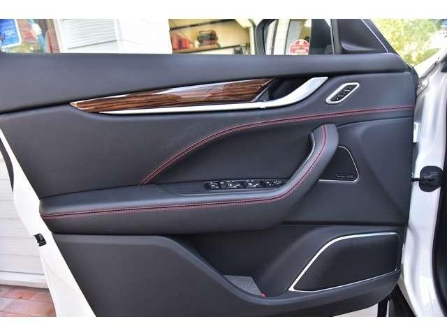 3.0 4WD 法人ワンオーナ車 21AW SR 黒革/赤糸(17枚目)