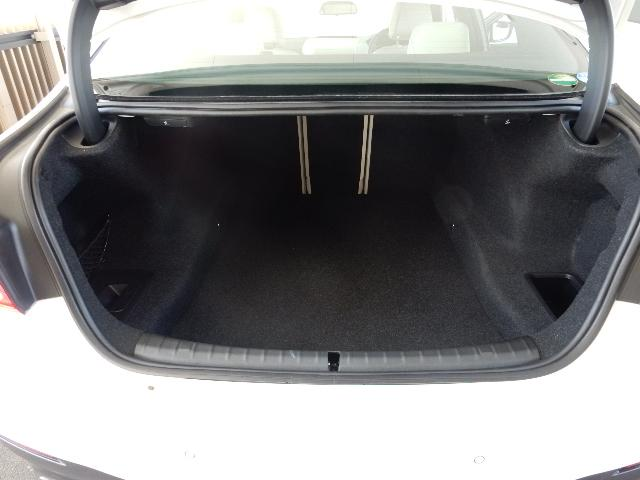 納車前の点検・整備は、最大100項目のポイントを厳しくチェックし、BMW純正部品だけを使用して整備します。展示状況はBPS城東鶴見(0066-9708-9500)、06-6933-6600迄