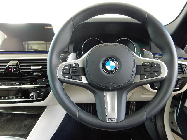 エンジンやトランスミッション、ブレーキなどの主要部分は初度登録から3年間の保証期間は走行距離に関係なく保証致します。万一、修理が必要な場合は工賃まで含めて無料で対応。