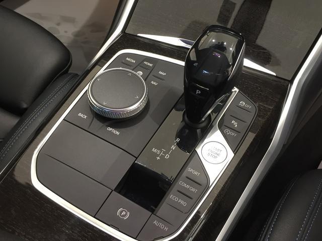 320d xDrive Mスポーツ デビューパッケージ コンフォートパッケージ ブラックレザーシート シートヒーター 19インチアルミホイール 電動トランクゲート LEDヘッドライト バックカメラ HiFiスピーカー 純正HDDナビ(11枚目)