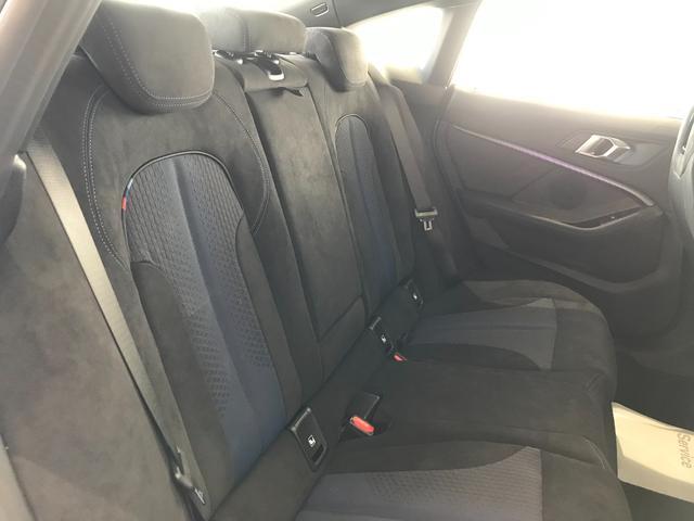 M235i xDriveグランクーペ 弊社デモカー アクティブクルーズコントロール 軽減ブレーキ車線逸脱防止 ガラスサンルーフ 純正HDDナビ トップビューカメラ LEDヘッドライト アルカンターラクロスシート ミラーETC(13枚目)