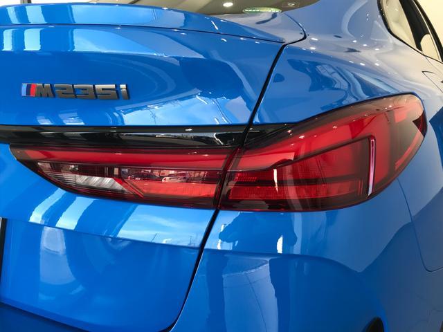 M235i xDriveグランクーペ 弊社デモカー アクティブクルーズコントロール 軽減ブレーキ車線逸脱防止 ガラスサンルーフ 純正HDDナビ トップビューカメラ LEDヘッドライト アルカンターラクロスシート ミラーETC(63枚目)