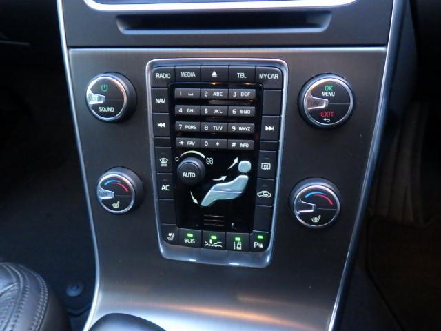左右独立温度設定エアコンスイッチ、シートヒータースイッチなど。