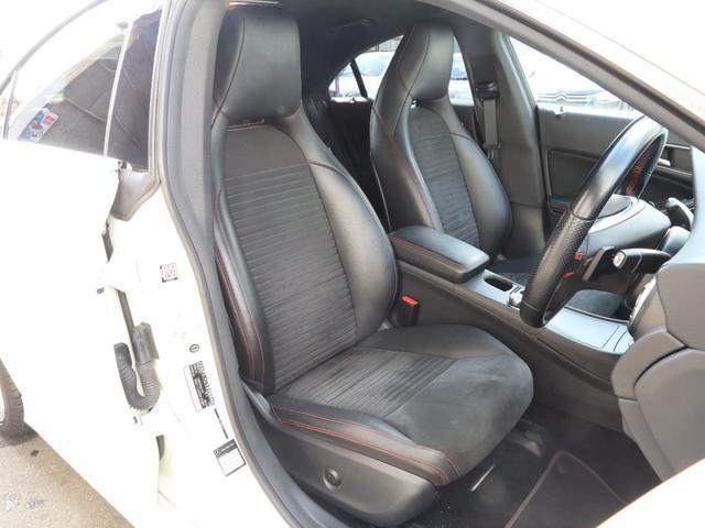■ハーフレザースポーツシート ■運転席メモリー機能付きパワーシート