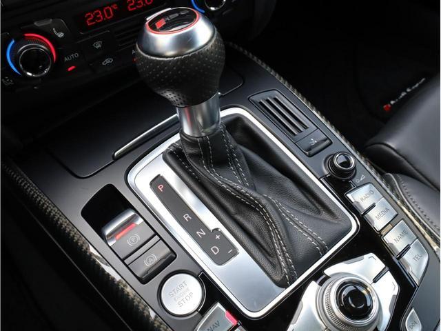 ベースグレード 禁煙 純正ナビ フルセグTV バックカメラ 純正オプション20AW パドルシフト 黒革シート アウディドライブセレクト バングアンドオルフセンサウンドシステム ブリスターフェンダー 大型ブレーキ(11枚目)