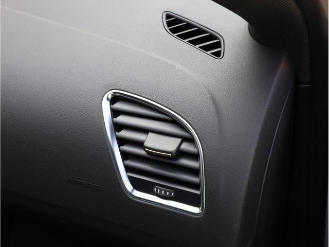 ベースグレード 禁煙 純正ナビ フルセグTV バックカメラ 純正オプション20AW パドルシフト 黒革シート アウディドライブセレクト バングアンドオルフセンサウンドシステム ブリスターフェンダー 大型ブレーキ(50枚目)