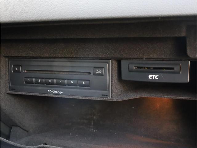 ベースグレード 禁煙 純正ナビ フルセグTV バックカメラ 純正オプション20AW パドルシフト 黒革シート アウディドライブセレクト バングアンドオルフセンサウンドシステム ブリスターフェンダー 大型ブレーキ(52枚目)