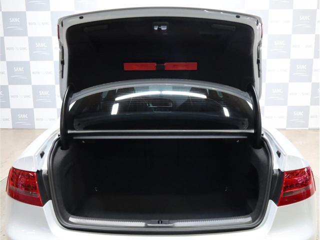 ベースグレード 禁煙 純正ナビ フルセグTV バックカメラ 純正オプション20AW パドルシフト 黒革シート アウディドライブセレクト バングアンドオルフセンサウンドシステム ブリスターフェンダー 大型ブレーキ(73枚目)