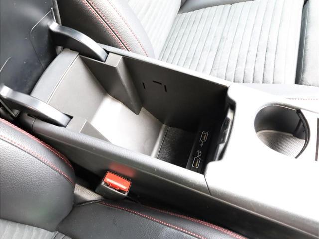 GLA180 スポーツ 禁煙1オーナー レーダーセーフティパッケージ レーンキープアシスト 純正ナビ フルセグTV USB入力端子 Bluetooth バックカメラ 電動リアゲ-ト 衝突被害軽減ブレ-キ 各部レッドステッチ(33枚目)