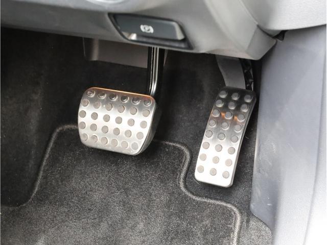 GLA180 スポーツ 禁煙1オーナー レーダーセーフティパッケージ レーンキープアシスト 純正ナビ フルセグTV USB入力端子 Bluetooth バックカメラ 電動リアゲ-ト 衝突被害軽減ブレ-キ 各部レッドステッチ(45枚目)