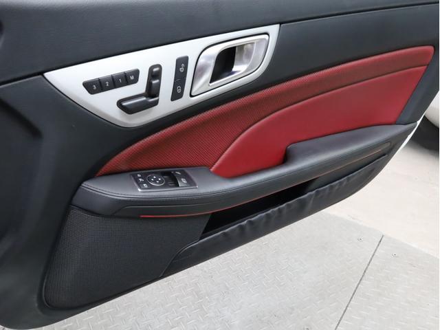 SLK200レーダーセーフティエディション 禁煙 特別仕様車 AMGスポーツパッケージ マジックスカイコントロールルーフ 赤革 純正ナビTV バックカメラ 前後コーナーセンサー レーダーセーフティパッケージ(23枚目)