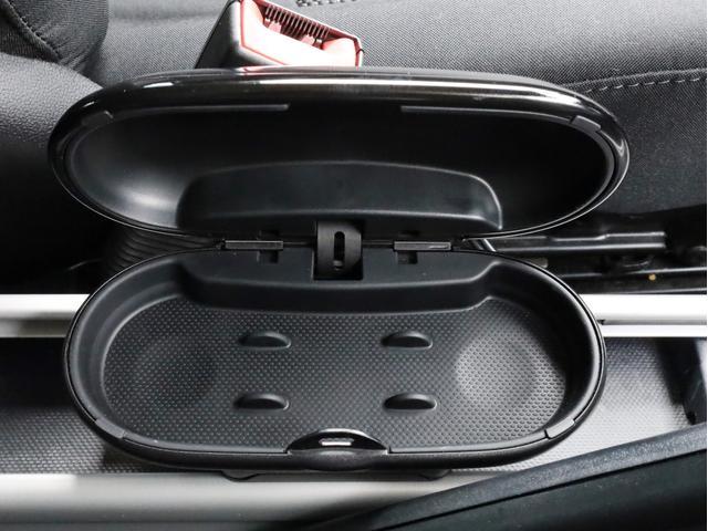 クーパー クロスオーバー オール4 禁煙 ディーラー整備記録簿 フルタイム4WD バイキセノンライト・16インチアルミ・ETC・ドライブレコーダー(8枚目)