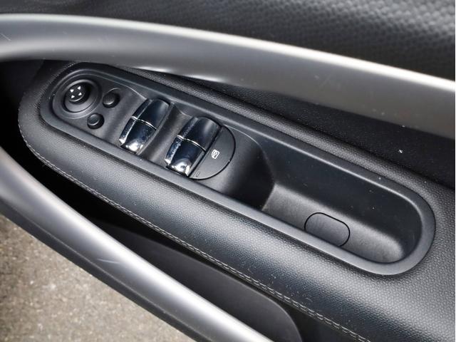 クーパー クロスオーバー オール4 禁煙 ディーラー整備記録簿 フルタイム4WD バイキセノンライト・16インチアルミ・ETC・ドライブレコーダー(28枚目)