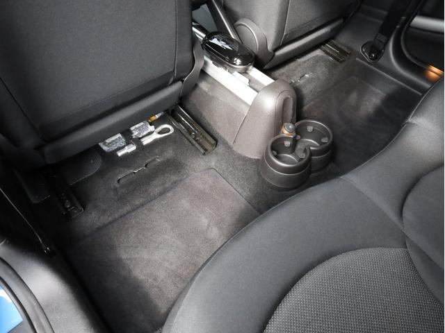 クーパー クロスオーバー オール4 禁煙 ディーラー整備記録簿 フルタイム4WD バイキセノンライト・16インチアルミ・ETC・ドライブレコーダー(55枚目)