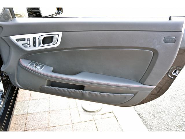 運転席ドア内張です、メモリー付きパワーシートのスイッチがあります。