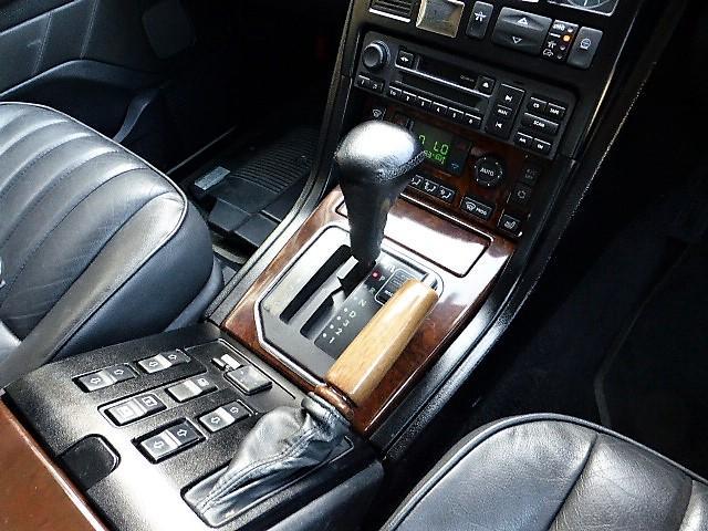 ランドローバー レンジローバー ロイヤルエディション 正規D車 ナビ地デジBカメ黒革 HID