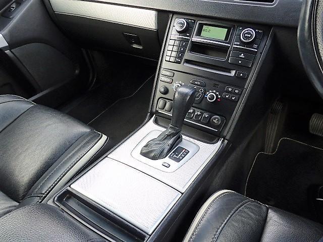 ボルボ ボルボ XC90 3.2 スポーツ 正規D車 黒革 限定車専用AW ナビ地デジ
