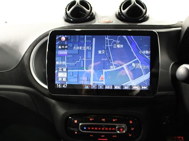 ナビもDVDも見れて、Bluetooth接続可能なので快適なドライブが楽しめます。