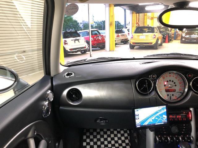 視界の良さや、運転のしやすさも女性オーナーに人気の秘訣です☆是非乗ってみてフィーリングをお確かめください☆