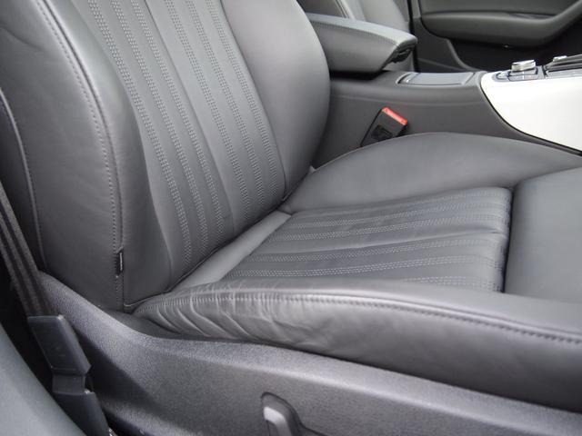 運転席シートサイドは多少の擦れはありますが、比較的綺麗な状態を保っております。