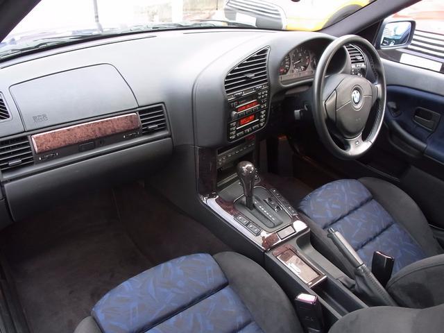 BMW BMW 320i特別仕様車 400台限定スペシャルエディション