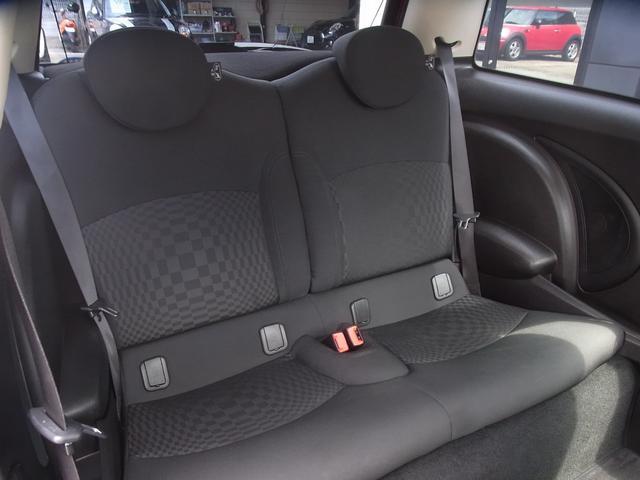 リヤシートも使用感が少なく、綺麗な状態を保っています!