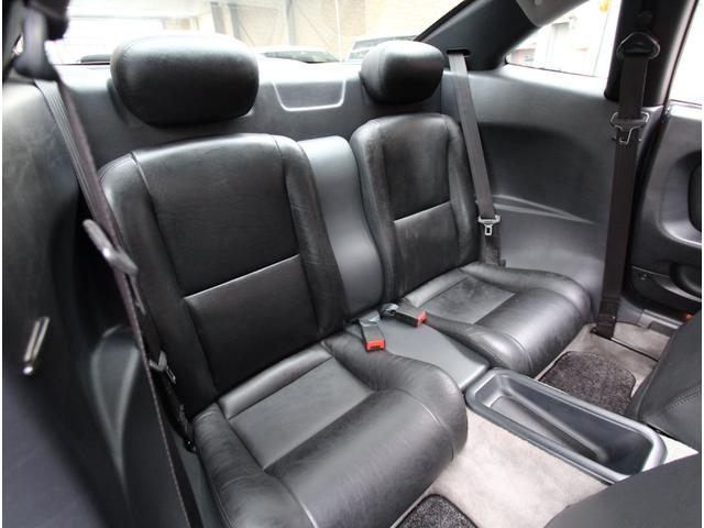 リヤシートも使用感が少なく、キレイな状態を保っています!