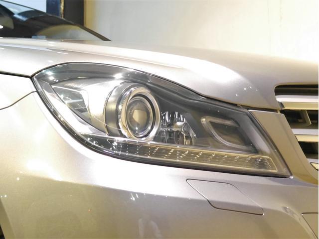 ●アダプティブバイキセノンヘッドライト装備車でオートハイビームやハンドルの切れ角にあわせて光軸を向ける機能などが装備されております。表面はコーティング済で黄ばみや劣化も無く、とても状態の良いお車です♪