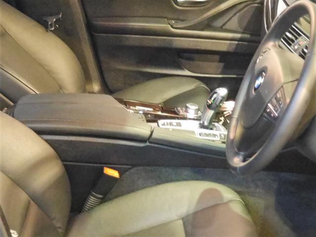 ●センターコンソールは傷が入りやすい場所ですが、こちらのお車は大変綺麗な状態を保っております♪程度重視のお客様は是非お越しください!