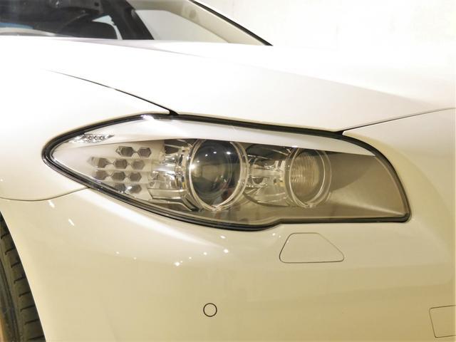 ●アダプティブバイキセノンヘッドライト装備車でステアリングに連動し進行方向を照らしてくれます。象徴的なデザインのイカリングも大変お洒落で品があります♪表面もコーティング済みで黄ばみや劣化もありません♪