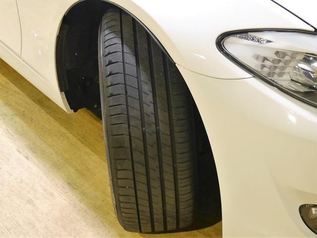 ●BMW純正のスポーティな10スポークスデザインの17インチアルミホイールを装備しております。タイヤ、ブレーキパッド残量もまだまだ残っており、安心してお乗り頂けます♪