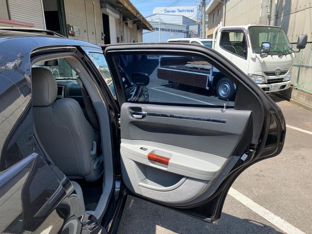 「クライスラー」「クライスラー300C」「セダン」「京都府」の中古車31