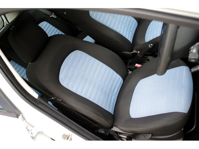 運転席は、座面に乗り降りの際についたと思われるスレが多少御座いますが、目立つダメージも無く良好なコンディションです!
