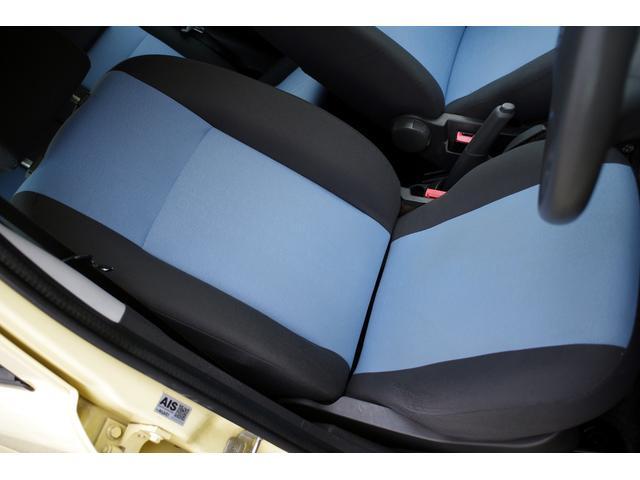 運転席は、目立つスレキズやダメージも少なく良好なコンディションです。