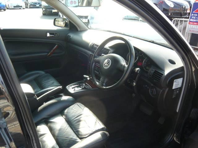 フォルクスワーゲン VW パサート 保証付 スタッドレスタイヤ付 ブラックレザーシートヒーター付