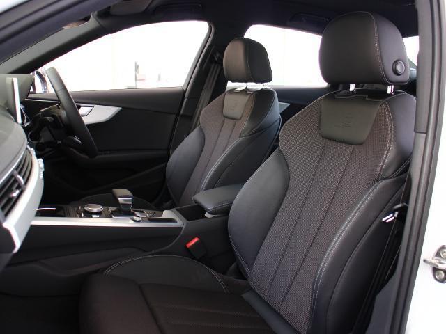 ●リヤシートも足元広々。特にAudiはつま先を前席のシートの下に入れられるように設計されていますので両足がとても落ち着きます。ひじ掛け・ドリンクホルダーでゆったりと長時間のドライブをお楽しみ下さい。