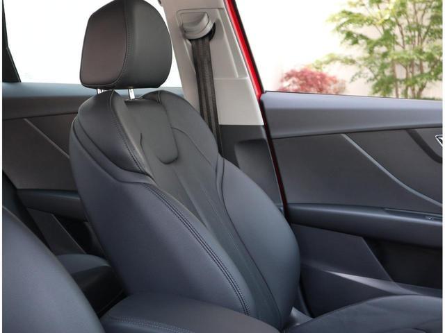 ●スポーツシートのホールド感があり、体の大きなドイツ人が座っても丈夫で耐久性の高い素材で設計製造されていますので街乗り・高速走行・長距離などでも疲れにくいシートです。