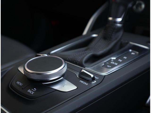 ・ボタンのクリック音や感触はボタンによって微妙に違います。是非実際に触れて聴いてみてください。