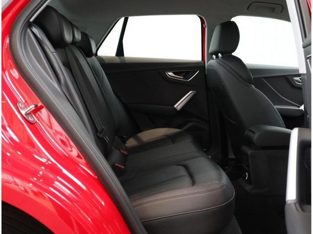 レザーシートは車内の雰囲気が一層ラグジュアリーになります。