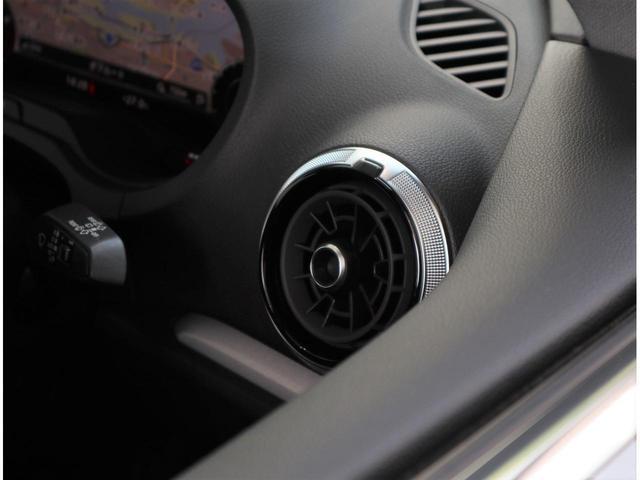 ・先代から変わらないヘッドライトの操作パネルです。操作は簡単で直感的にお使いいただけます。
