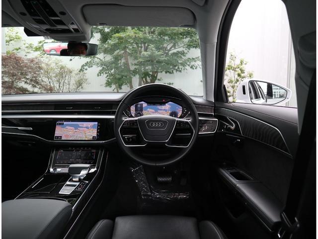 ●運転中などは常に車内が見えています。運転中やふとした際に見えるインテリアデザインは飽きのこないシンプルかつ美しいデザインです。