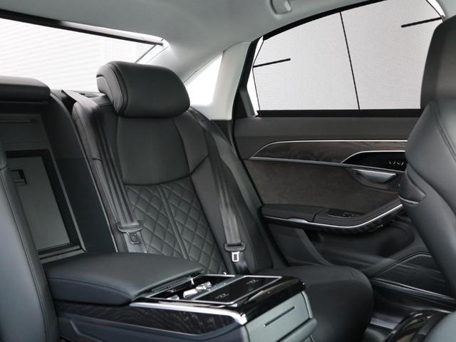 ●後部座席でも多様な操作が可能です。快適な車内空間にておくつろぎ頂けます。