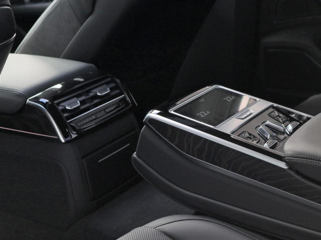 ●後席用のMMIナビゲーション操作パネルです。あるといつまでも乗っていたくなります。長時間ドライブにはさらに役立ちます!
