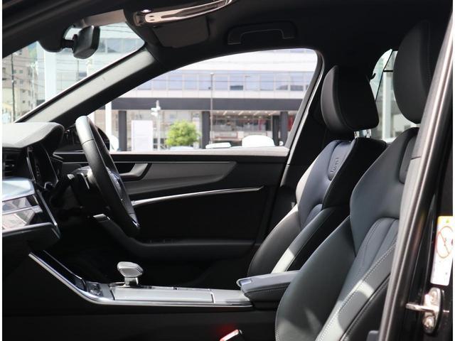 ・高級車の代名詞であるレザーシートのお車でございます。硬すぎず柔らかすぎないシートで長時間のドライブに最適です。